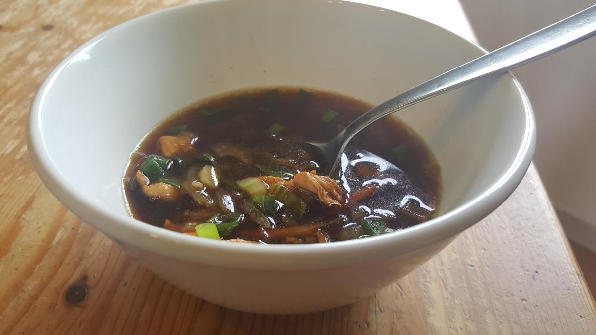 Pak Choi Suppe mitHähnchenfleisch